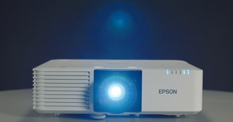 Epson amplía su gama de proyectores para sectores verticales